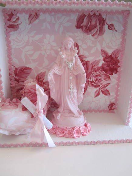 Relicario de Nossa Senhora das graças, acompanha almofada coração com oração e mini terço.