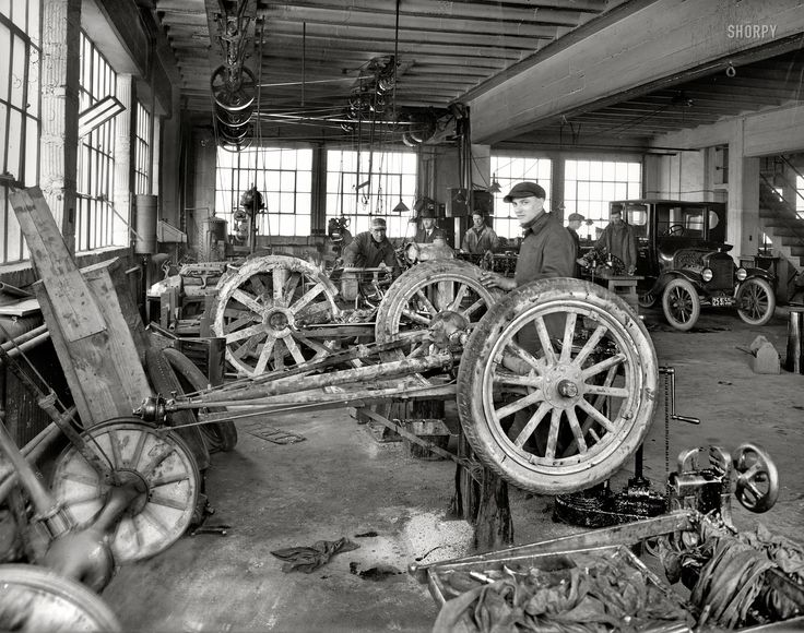 17 best images about historic photos on pinterest bonnie for Garage reparation ford