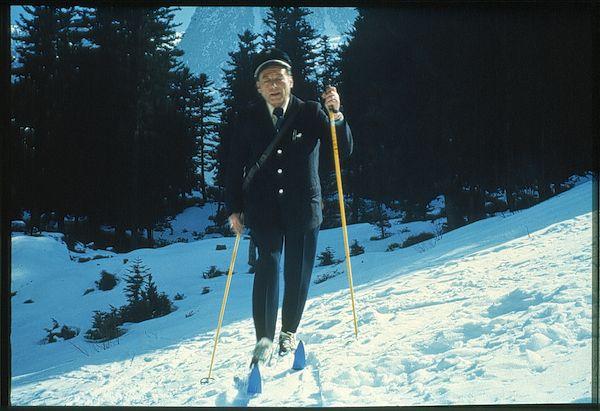 1982 - Facteur à ski dans les Alpes © L'Adresse Musée de La Poste / La Poste, DR.