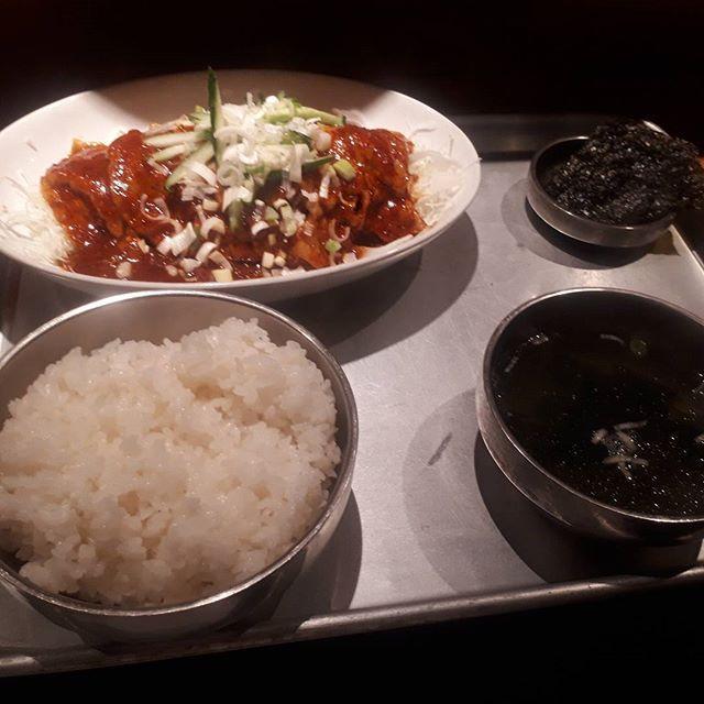 久しぶりに上げます! 今日の晩御飯です! #からし焼き #肉 #dinner #ばんごはん  #晩御飯 #定食 #韓国 #大盛り #辛い #おいしい #美味しそう #わかめスープ