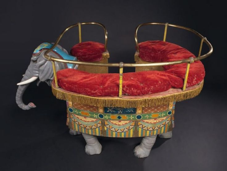 Friedrich HEYN Rare elephant-seat painted carved wood, engravings in colors, great motifs painted on the left side of the body, Gallery of brass, iron, decorations in brass, Bohemian jewelry, original red velvet cushions, decorative of origin Germany, school of Neustadt on Orla, end of 19th century.