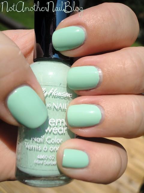 Sally Hansen  Hard As Nails Extreme Wear Nail Color Mint Sorbet