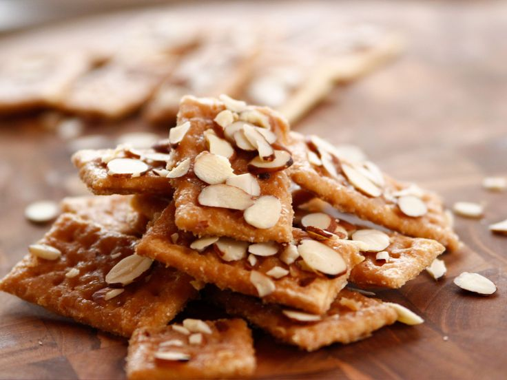 Sweet Almond Crackers recipe from Ree Drummond via Food Network Ingredients 52 individual butter crackers, such as Club 8 tablespoons (1 stick) salted butter 1 cup firmly packed brown sugar 1 teaspoon vanilla extract 1 cup sliced almonds