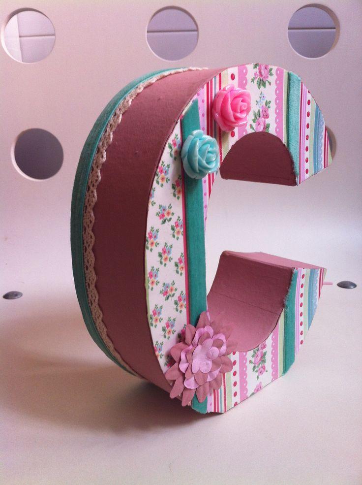 Letra papel mache decorada