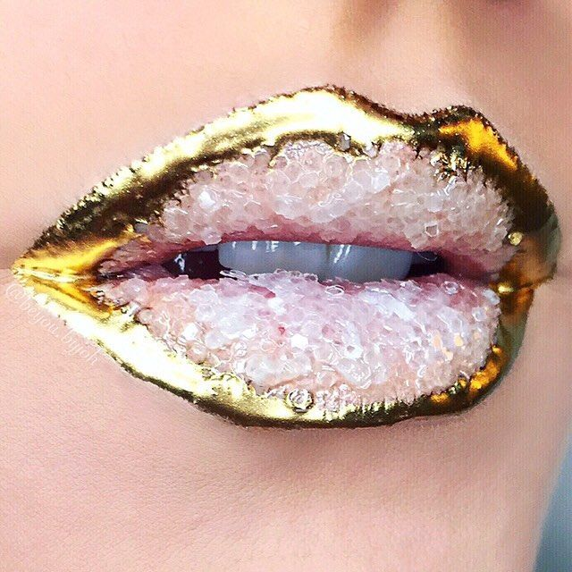 OH MY GEODE! Geode lips are a thing—and they're absolutely mesmerizing.  Click the link in our bio for more. : @beyou.byjoh