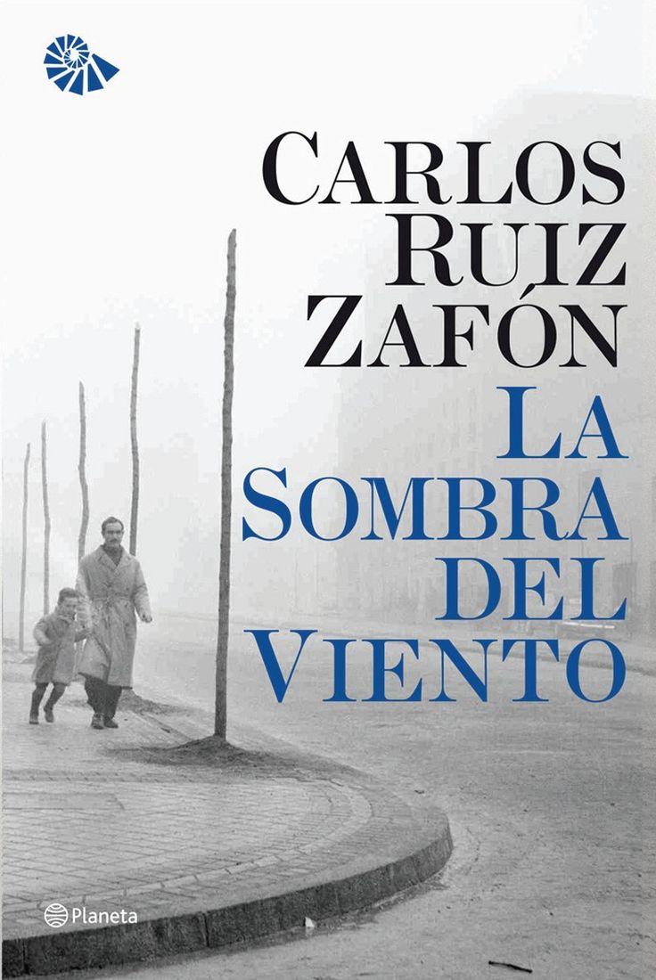 """""""La sombra del viento"""" de Carlos Ruiz Zafón. En la Barcelona de la posguerra existe un lugar secreto: el Cementerio de los Libros Olvidados..."""