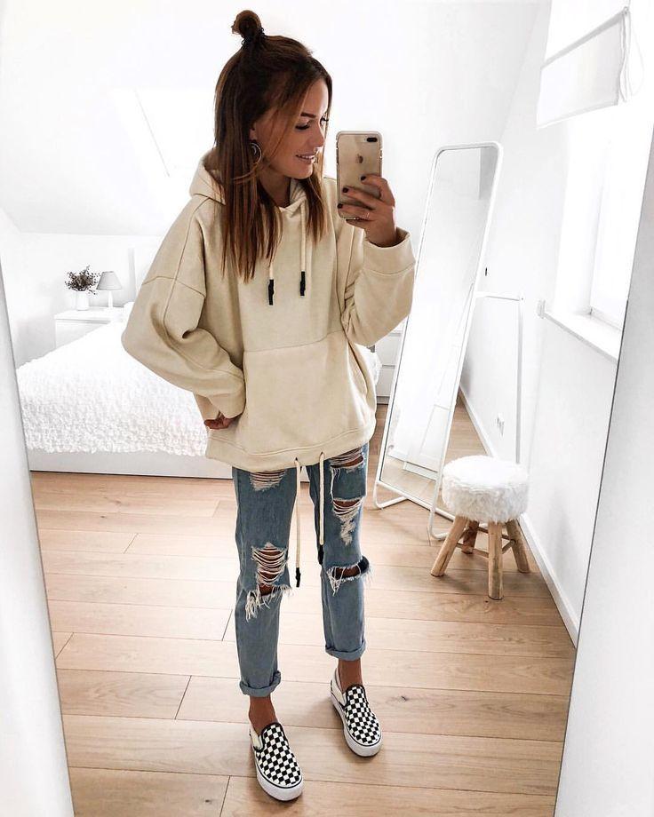 """FASHIONPUGLADY BY JAQUELINE on Instagram: """"#hoodieseason ??♀️? Ich liebe einfach Oversize-Hoodies so sehr und ich kann dieses Jahr gar nicht genug kriegen ? #outfit #outfitblogger…"""""""
