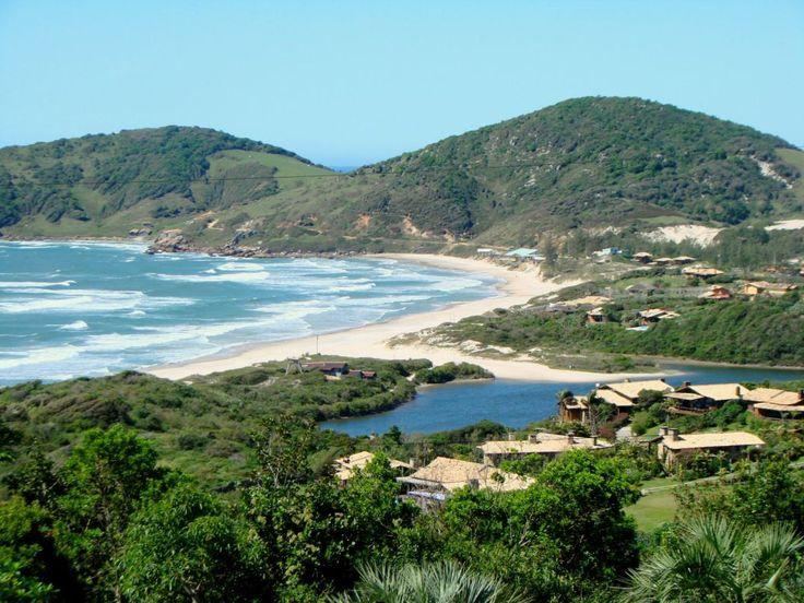 Imbituba no litoral de Santa Catarina possui 9 belas praias, com montanhas, dunas, lagoas, ilhas e tudo o que sugere uma visita ao paraíso. Com destaque para as praias do Rosa e Ibiraquera, conheça…