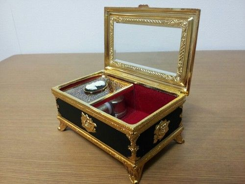 JAPAN EBAY BEST STORE FOR MUSIC BOXES.BEST QUALITY.PERFECT GIFT.MADE IN JAPAN.TOP SELLER.RELAX MUSIC.  @eBay! http://r.ebay.com/R2eEYf