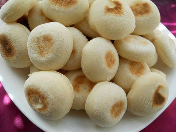 У этих булочек-малышек есть имя!  Батбуты — марокканские мини-лепешки, пышные и воздушные внутри, чем-то напоминают греческую питу, но ...