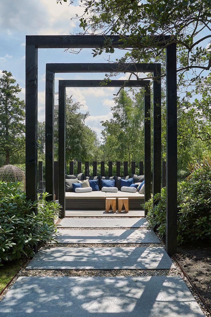 Bas Vosselman realiseerde een fantastische tuin bij een uitgesproken woning...