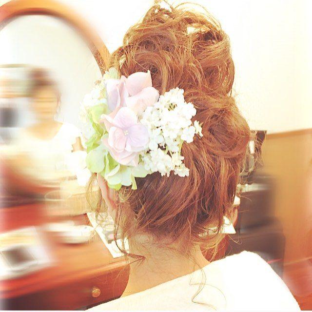 ヘアメイクリハーサル 高い位置でのお団子スタイル✨ 元気で可愛い雰囲気❤️ @atelier_de_mariage_stylist  hair&make @ natsumi.maki #ウエディング #プレ花嫁 #元気 #可愛い #ヘアスタイル #アップスタイル #だんご #おだんご #ルーズ #おくれ毛 #フラワー #お色直し #パーティー #WNブライダルヘア #ウエディングニュース #花嫁ヘア