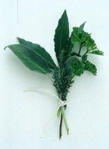 #bouquetgarni bouquet di erbe aromatiche legate strettamente fra loro in modo che non rilascino tracce alla preparazione, ma solo il loro profumo. Gli ingredienti immancabili sono: timo  alloro rosmarino, gambi di prezzemolo,  origano,  sedano verde  salvia
