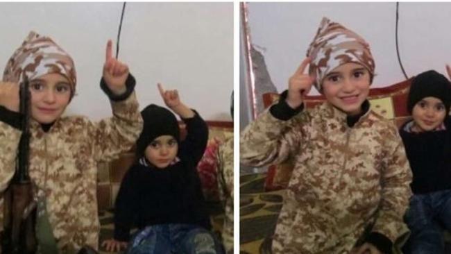 In Tarnanzug, mit Spielzeug-Gewehr und erhobenem Zeigefinger: Die ISIS-Terrormiliz prahlt damit, jesidische Kinder zu Dschihadisten auszubilden - Lost generation