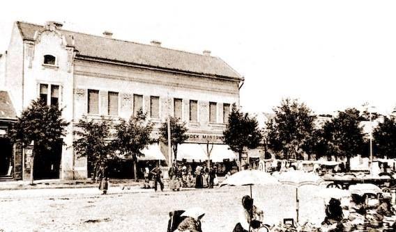 A Rendőrség épülete régen a piaccal