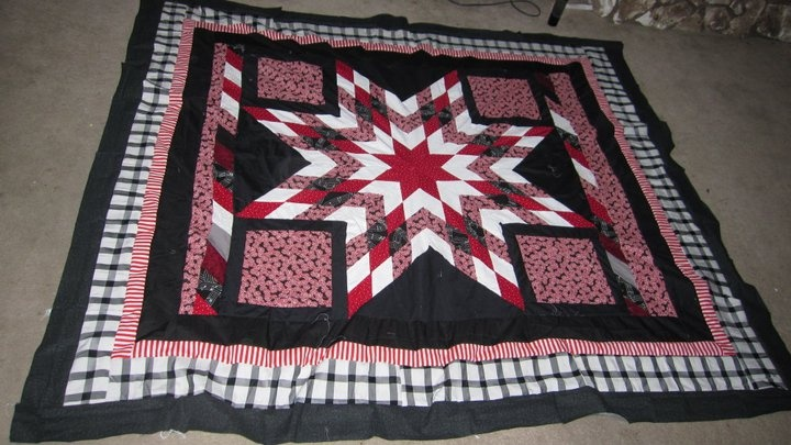 Black white and red: Living Long, Quilts Stars, Black White