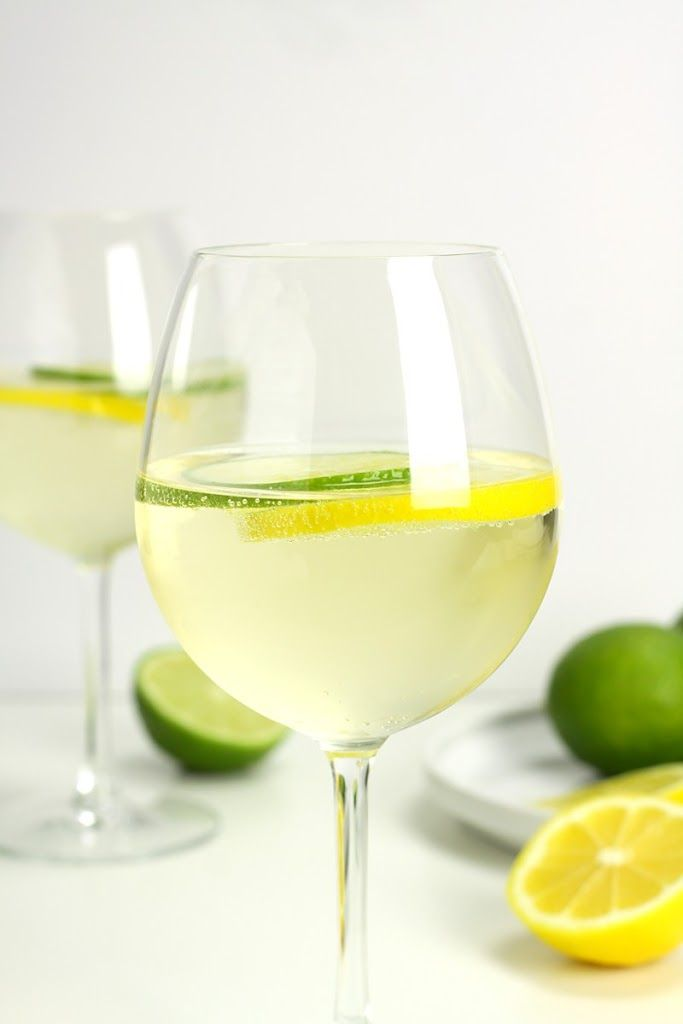 Lemon Lime Wine Spritzer With White Wine, Club Soda, Lemon, Lime Wine Mixed Drinks, Wine Cocktails, Refreshing Cocktails, Cocktail Drinks, Spritzer Drink, Wine Spritzer Recipe, White Wine Cocktail, White Wine Spritzer, Non Alcoholic Wine