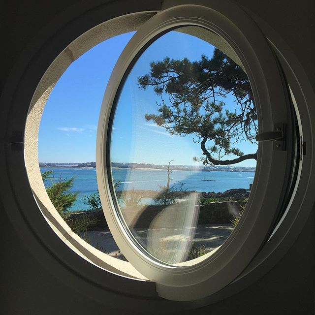 I love round Windows ! Amo las ventanas redondas ! J'adore les fenêtres rondes ! #view #window #love #nofilter #france