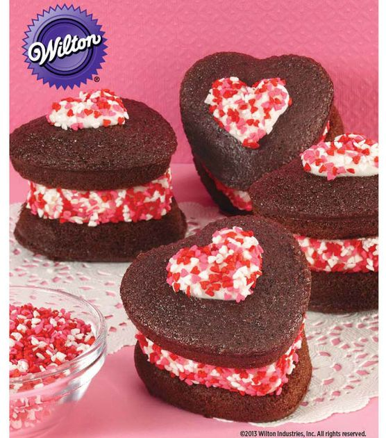 Love These Heart-Shaped Ice Cream Whoopie Pies from @Wilton Cake DecoratingHeart Shapped Ice, Vday Cake, Baking Cooking Food, Ice Cream, Decor Cake, Wilton Cake, Whoopie Pies, Cake Decorating, Cream Whoopie