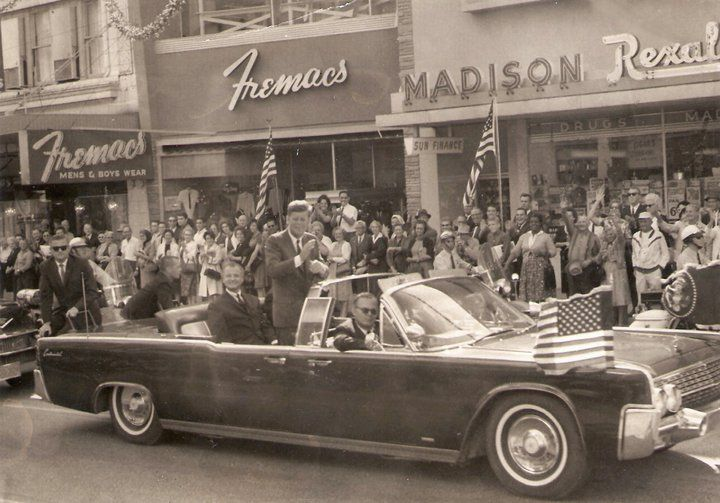 1963. 18 Novembre. Tampa, FL. Agents on the rear of JFK's limo