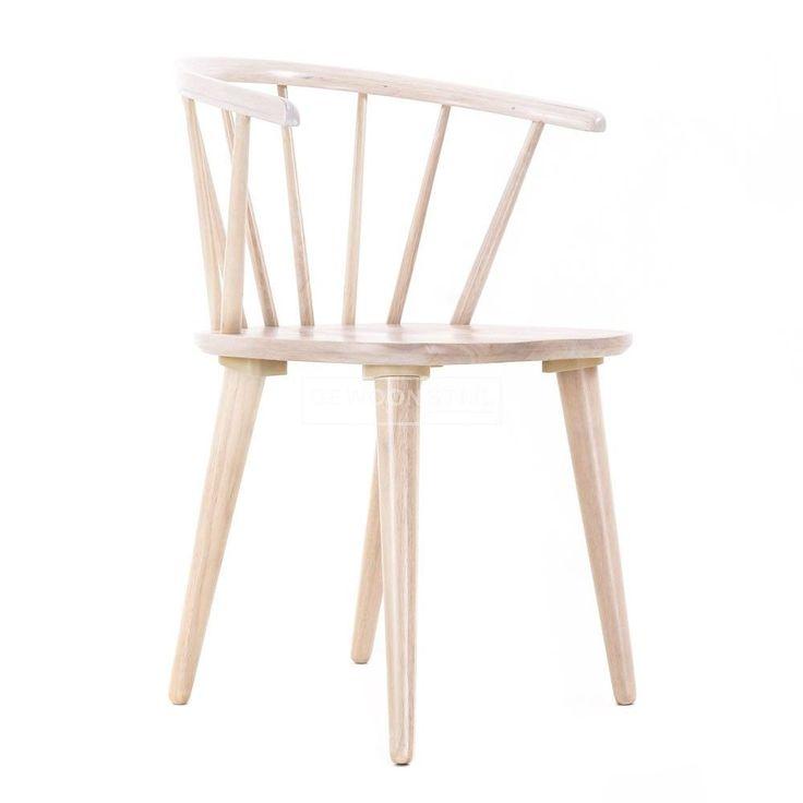 Deze  jaren '60 stoel is een  echte klassieker voor in huis! Het elegante silhouet van de stoel straalt klassieke eenvoud uit en het landelijke vintage design heeft een frisse Scandinavische uitstraling. Carmen is vervaardigd uit massief beukenhout en verkrijgbaar in 3 kleuren; whitewash, wit en zwart.