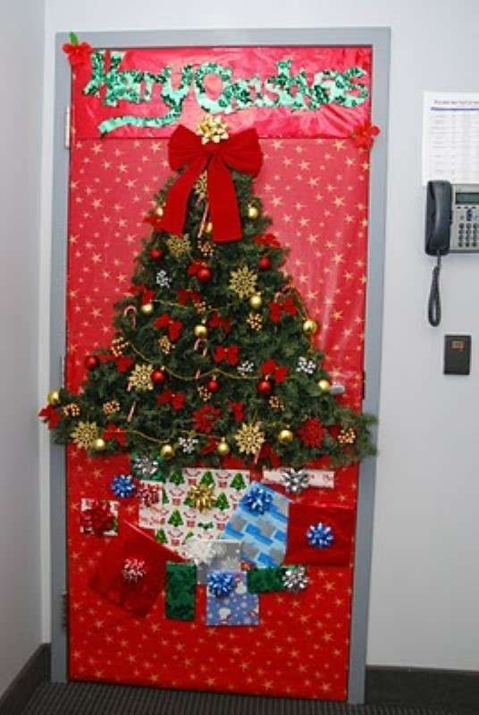 How To Decorate A Door For Christmas In Office