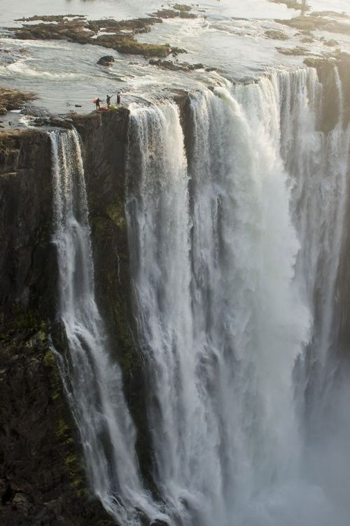 is this a doctored photo or are these guys crazy!!Buckets Lists, Nature, The Edging, Crazy People, Victoria Falls, South Africa, Travel, Places, Pictures Day