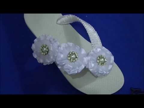 chinelo bordado com flores de fita para o ano novo by cida reis - YouTube