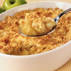Una receta que aprendí en mi primera clase de cocina. Este crumble de manzana es tan fácil de preparar como delicioso.