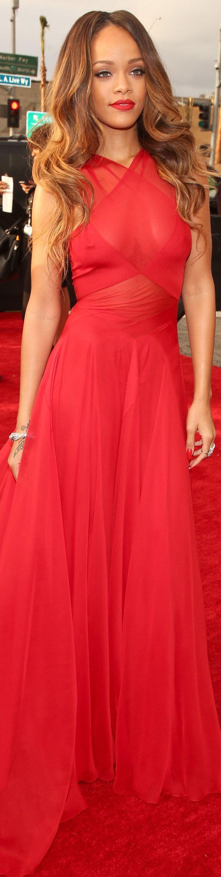 El vestido de Rihanna en los Grammy