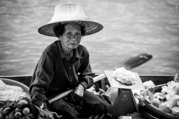 Float and work - ‎Woman with boat in the river of Damnoen Saduak Floating Market in Bangkok, Thailand.