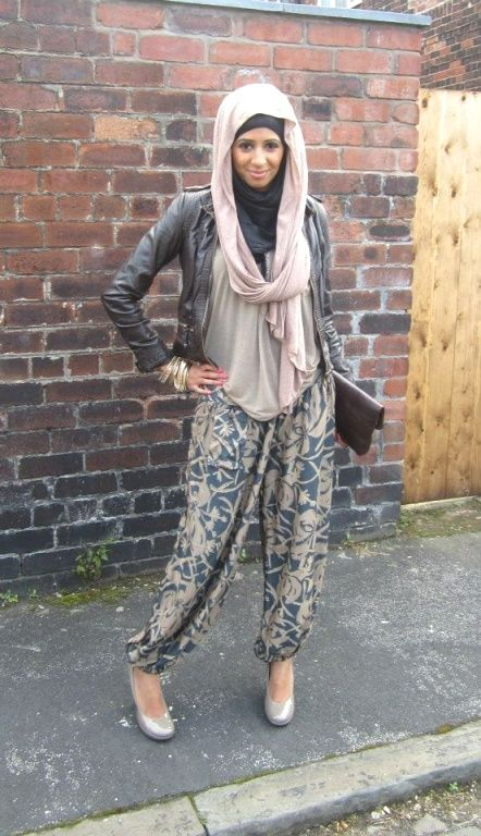 earthy tones hijab outfit, Fall stylish hijab street looks http://www.justtrendygirls.com/fall-stylish-hijab-street-looks/