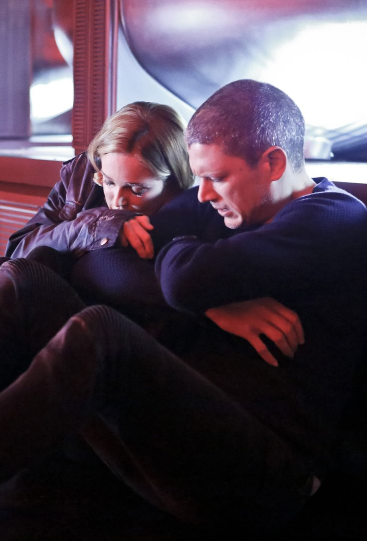 Legends of Tomorrow - 1x07 Sara Lance / White Canary & Captain Cold / Leonard Snart HQ