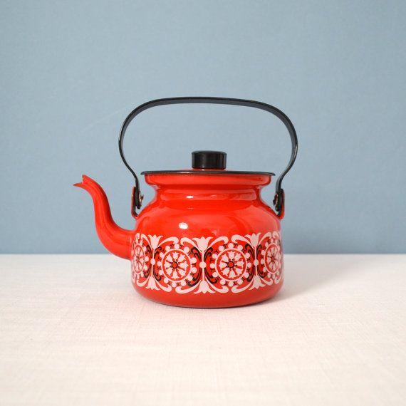 Vintage Red Finel Enamel Teapot  Punahilkka