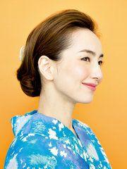 【ELLE】S字カーブの毛流れが横顔美人を作る、大人のシニヨン|簡単なのに本格派! 浴衣ヘアアレンジ|エル・オンライン