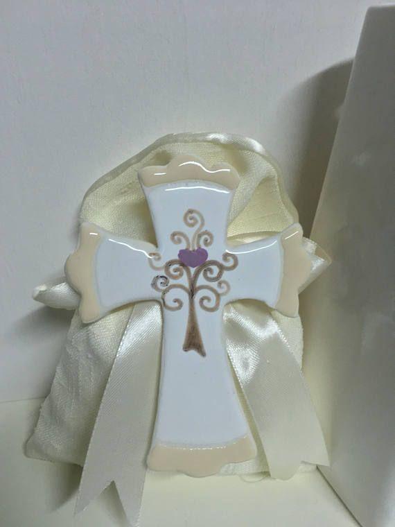 Bomboniera croce in ceramica con albero della vita e cuore con