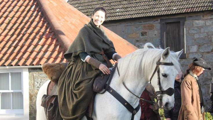 Scotlands Best B&Bs near Outlander Film Locations in Scotland.  Claire Randall played by the actress Caitriona Balfe filming at Culross #catrionabalfe #clairerandall #outlander