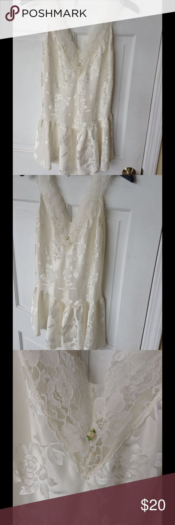 Victoria's Secret White Babydoll lingerie Absolutely stunning Victoria secret baby doll! It's just beautiful in so many ways size small. In excellent condition you will love it! Victoria's Secret Intimates & Sleepwear Chemises & Slips