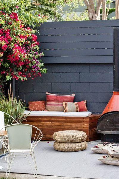 On s'isole des voisins avec des palettes en bois tendance peinte