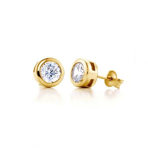 Kolczyki wykonane z 18-karatowego żółtego złota (próba 0,750). W kolczykach zostały osadzone 2 diamenty wysokiej czystości SI1/G o łącznej masie 2,00 ct. www.savicki.pl/kolekcje/lecoeur
