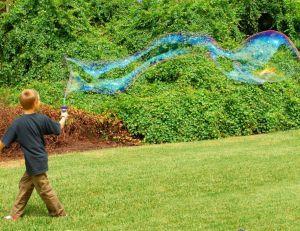 Bulle de savon : faire des bulles de savon géantes
