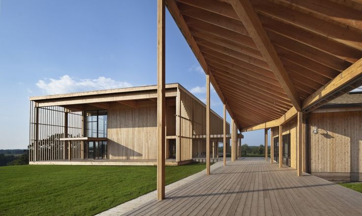 The composition and detailing of materials as a low-resolution continuous texture creates severity and austerity combining to palpable calm...Won Dharma Center / hanrahanMeyers architects