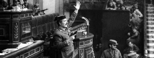 Se puede considerar un falso documental ya que... Jordi Évole ha dirigido un falso documental, bajo el nombre de Operación Palace, en el que explica que el Golpe de Estado del 23 de febrero de 1981 fue orquestado por todos los agentes políticos de la transición, el CESID, y la Casa Real.