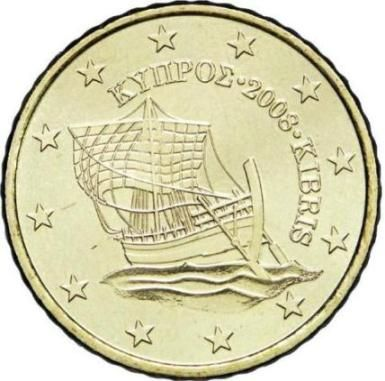 """CIPRO 10 cent:Al centro della moneta è raffigurata la nave di Kyrenia (del IV secolo a.C.), che rappresenta il legame dell'isola con il mare e la sua importanza nelle attività commerciali e marittime. Il nome greco e quello turco dell'isola, e il millesimo di conio inserito tra i due, """"ΚΥΠΡΟΣ 2008 KIBRIS"""", sono incisi a semicerchio sul lato destro sopra la nave. Intorno 12 stelle a cinque punte rappresentanti l'Unione Europea."""