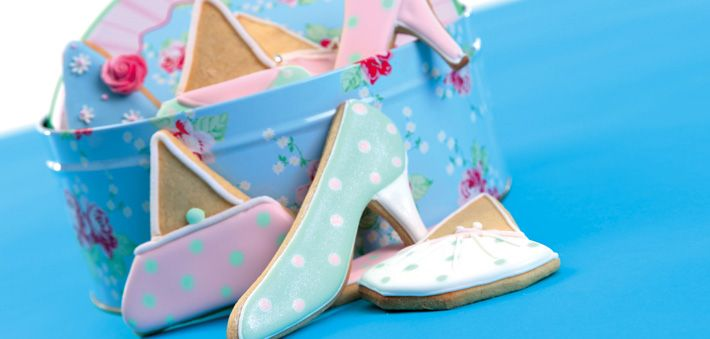 Great girly homemade gifts! Use run-out icing to create these beautiful cookies for friends and family!