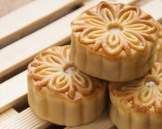 Gâteaux de lune chinois : http://www.fourchette-et-bikini.fr/recettes/recettes-minceur/gateaux-de-lune-chinois.html