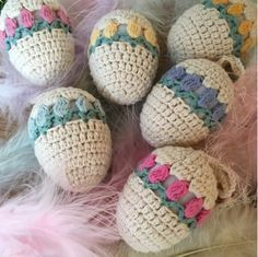 Free pattern & tutorial @ Ekte Lykke: Tulip Easter Egg, thanks so xox ☆ ★ https://uk.pinterest.com/peacefuldoves/ #CrochetEaster