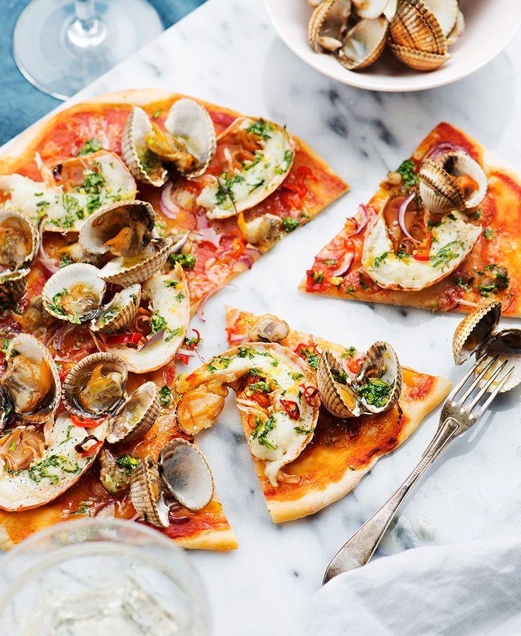 Skaldjurspizza med koriandergremolata.