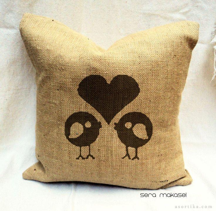 aşık kuşlar yastık - dekoratif çuval bezi, el boyaması yastık