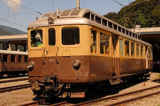 Elettromotrice ABDeh 4/4 302 costruita nel 1949 ancora disponibile per corse di servizio sulla BOB (Berner Oberland Bahn) a Zweilütschinen il 14 agosto 2013 - (Foto: Riccardo Genova)
